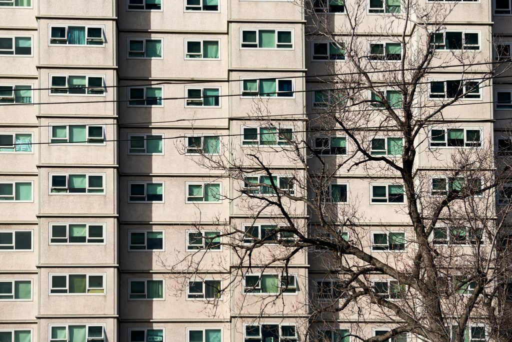 A front on picture of a apartment unit block used by the welfare and housing government agencies.